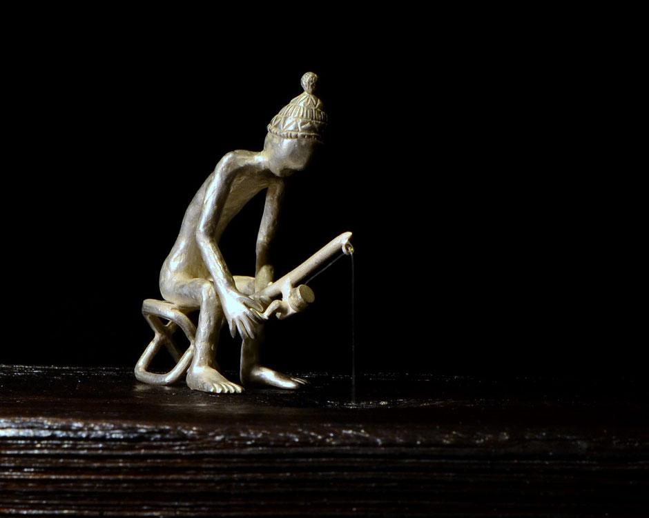 Plastic Fishing Skulptur aus Silber und Holz Künstler Holger Schulz Småland Schweden