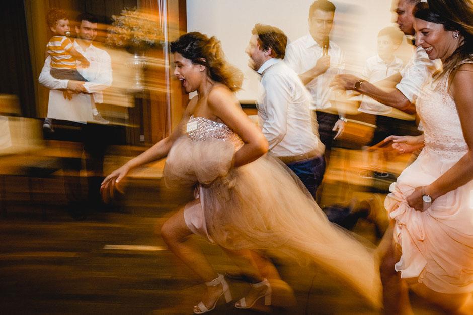 Bewegung und Dynamik auf Fotos. Schafft der Onkel mit der Digiknippse käumlich