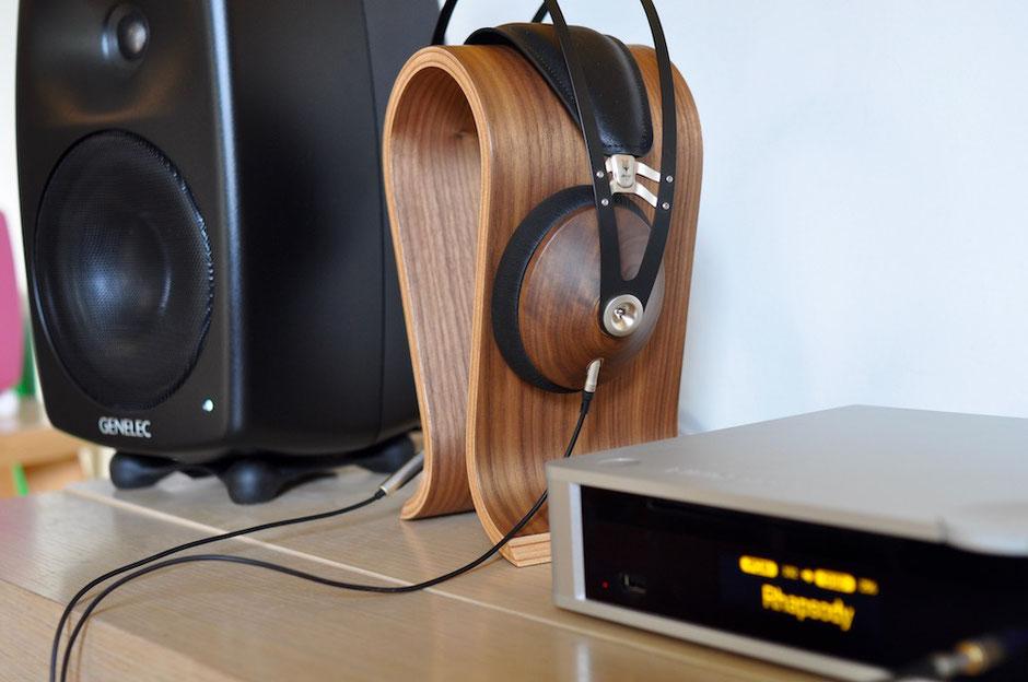 Meze Audio 99 Classics - Genelec G Four - Lindemann Musicbook Source