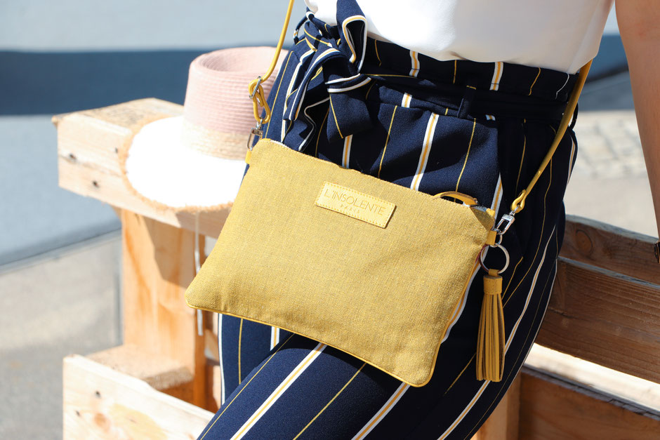 pochette-sac-sacamain-zippee-jaune-rose-maroquinerie-linsolenteparis-vacacances-tendances-designfrancais-madeineurope-lin-francais-cuir-italie
