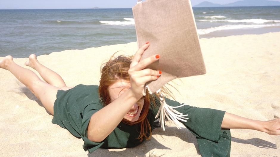 Blog l'Insolente Paris - sacs et pochettes en lin et cuir - Maroquinerie pour femmes - sacs et pochettes cérémonies et occasions -sac et pochette dessinés en France