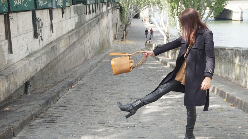 l'Insolente Paris Baroudeuse - sacs et pochettes en lin et cuir - Maroquinerie pour femmes - sac et pochette dessinés en France - Accessoire de mode en lin au style très casual
