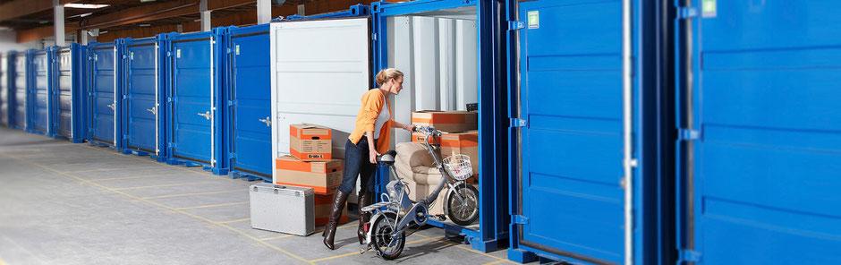 Blaue Boxen Self Storage Selbsteinlagern