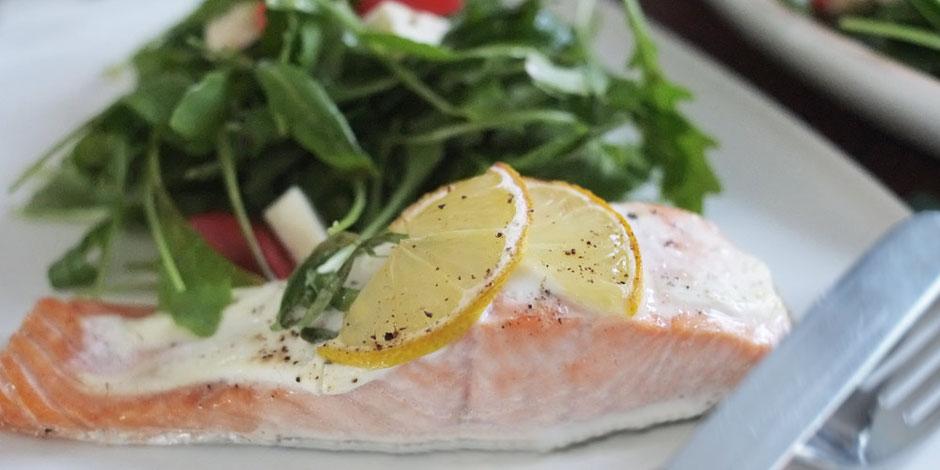 Kerstins Keto, Estragon Zitronen Lachs mit Blattsalat