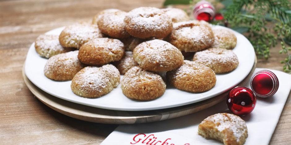 Kerstins Keto, Zartes weihnachtliches glutenfreies Gebäck mit Orangenwasser und Kardamom