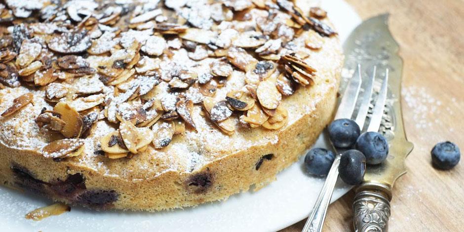 Kerstins Keto, glutenfreier Mandelkuchen mit Blaubeeren