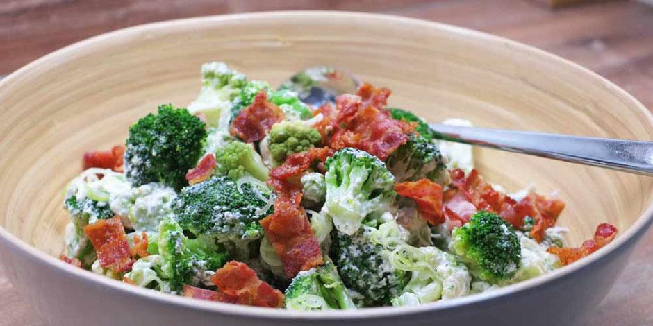 Kerstins Keto, Romanesco-Brokkoli Salat mit Ziegenfrischkäse und knusprigen Bacon