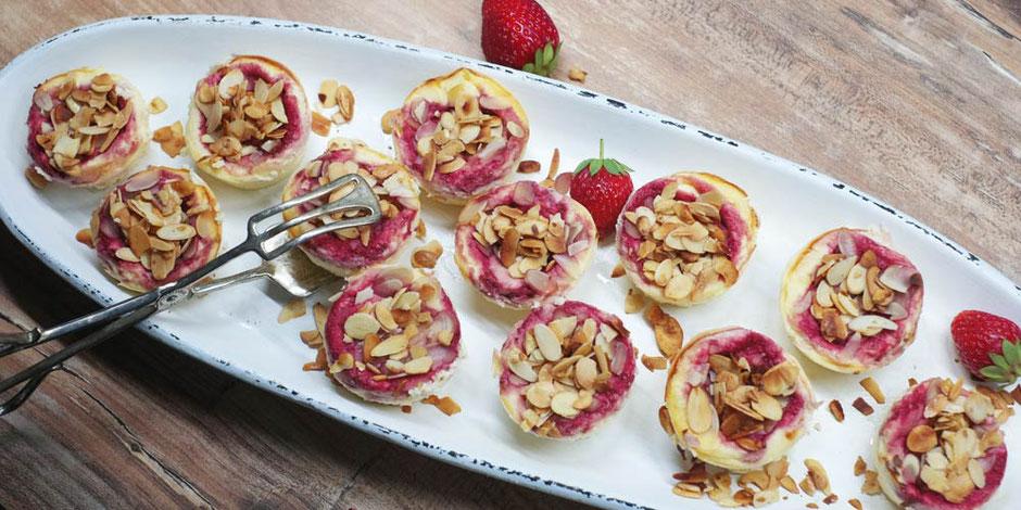 Kerstins Keto, Erdbeer Mascarpone Törtchen mit Mandelblättchen, glutenfrei