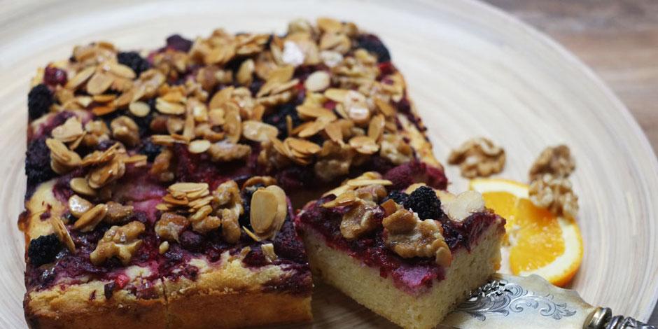 Kerstins Keto, glutenfreier Coffeecake mit Beerenmix und chrunchy Nüssen
