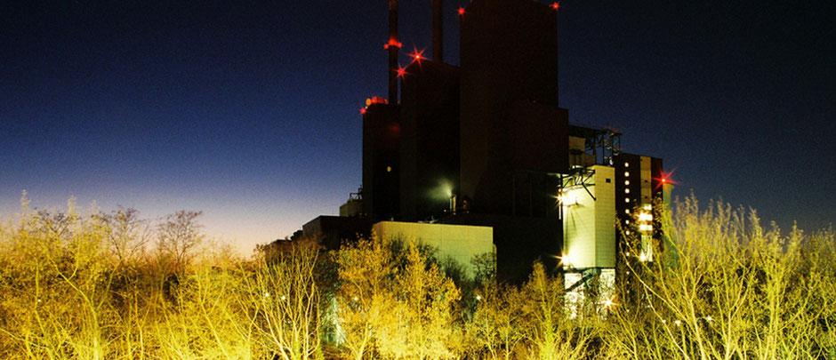 Berlin Lichterfelde Heizkraftwerk Nachtaufnahme