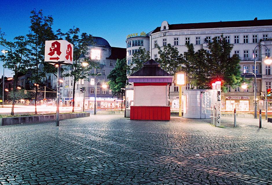 Berlin Neukölln - Hermannplatz bei Nacht, Imbiss, Urbanstrasse, Sonnenallee, Kottbusser Damm, menschenleer