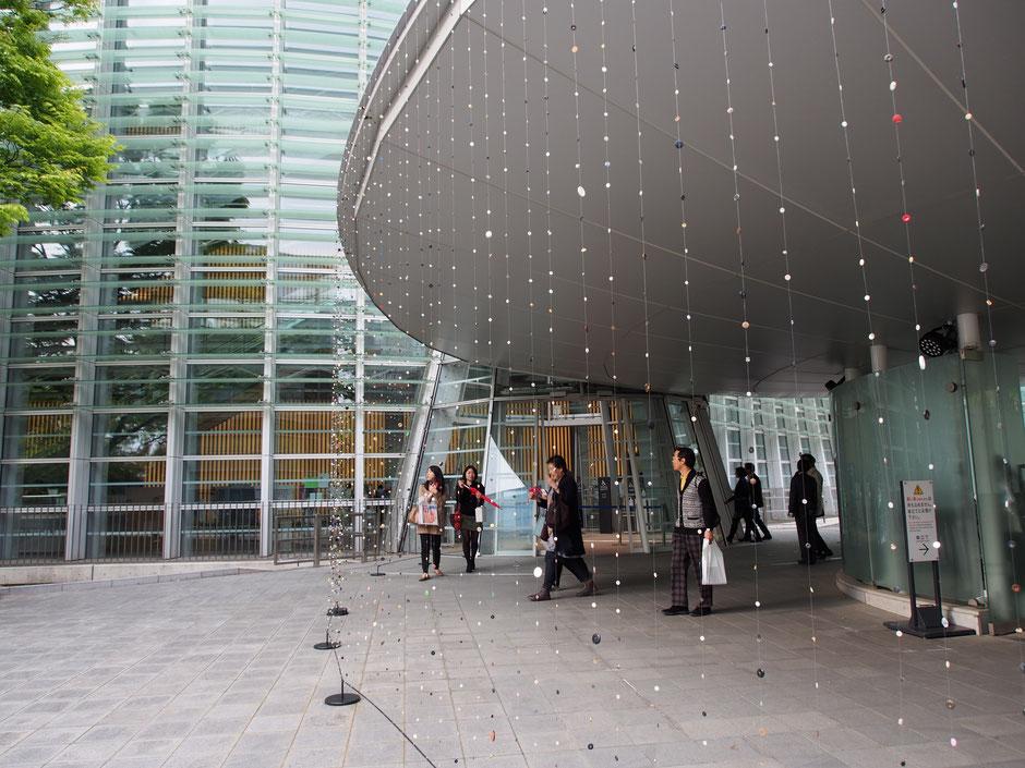 六本木アートナイト 2014  国立新美術館 「ボタン/雨」