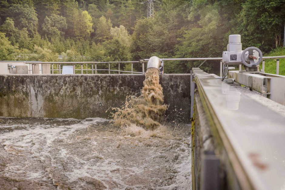 Zurückpumpen aus dem Schlammwasserbecken