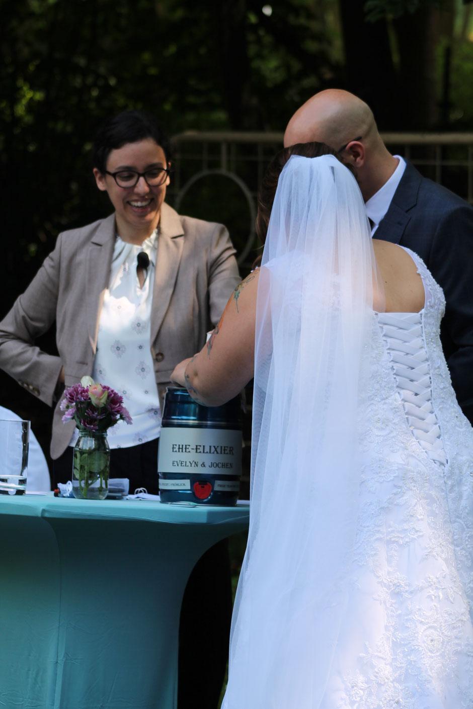 Ehe-Elixier-Fass als Ritual