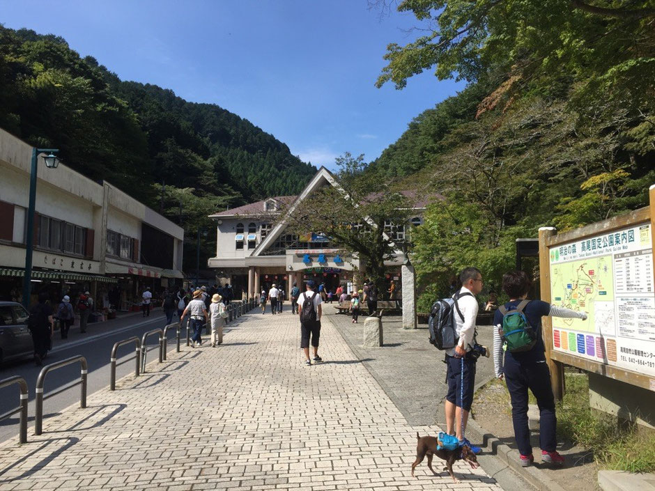 Headtrail place and the station of Chair Lift & Cable Car at Mt. Takao Tokyo Hachioji trecking hiking mountain activity tourist spot TAMA Tourism Promotion - Visit Tama 高尾山登山口 東京都八王子市 登山 ハイキング アクティビティ 観光スポット 多摩観光振興会