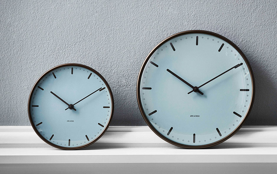 ARNE JACOBSEN Wall Clock City Hall Royal Blueの画像