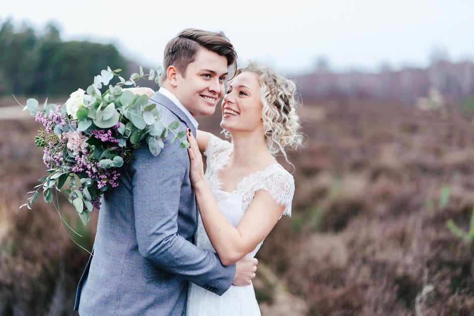Brautpaar in Heide Hochzeitsfotograf Bad Kreuznach