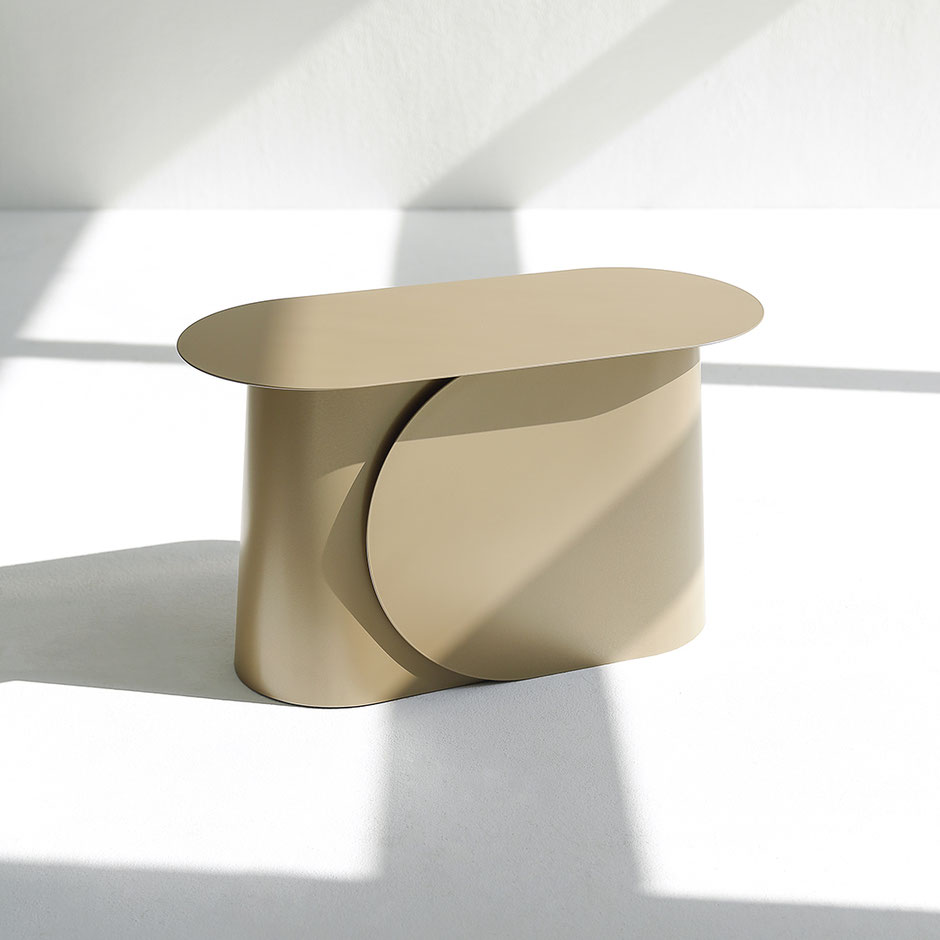 MAKI side table medium by Martin Tony Häußler