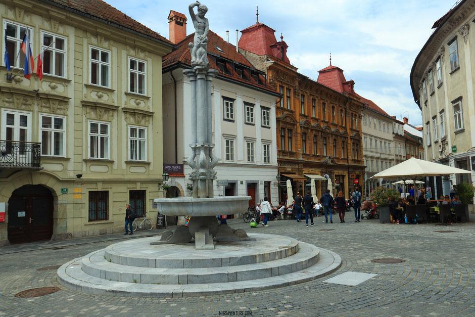 Le quartier historique, la fontaine d'Hercule, Ljubljana, SLOVÉNIE. www.missaventure.com blog voyage d'aventures, nature et photos. Road trip en Slovénie