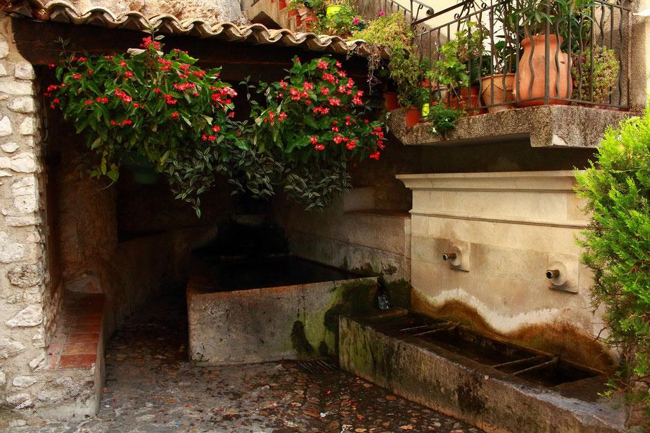Lavoire rue Frederic Mistral, Moustiers Sainte Marie,  Week end nature et sport dans le VERDON (FRANCE) www.missaventure.com blog d'aventures nature et photos