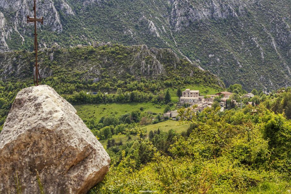 Sur la route pour le colorado nicois, le col du Buis  (FRANCE). www.missaventure.com blog d'aventures, nature et reflexions green.