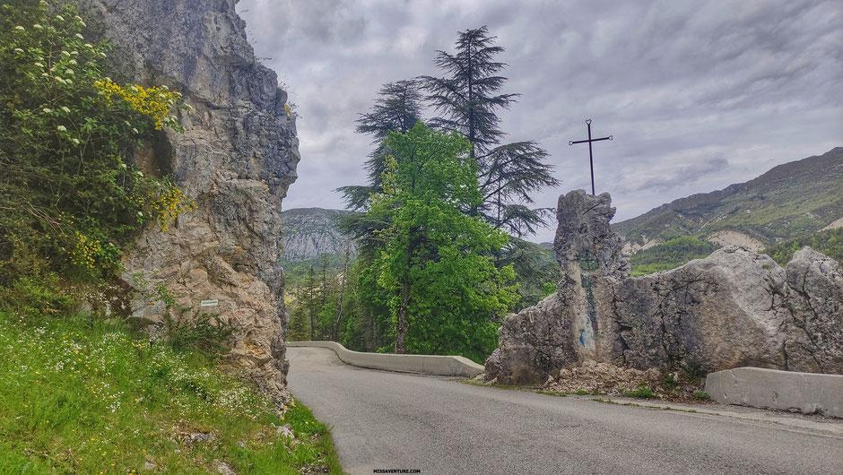 Sur la route pour le colorado nicois, (FRANCE). www.missaventure.com blog d'aventures, nature et reflexions green.