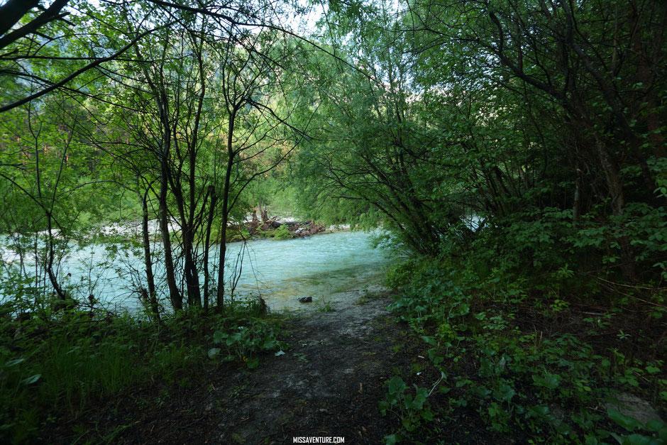 Bivouac au bord de la rivière,  ROAD TRIP EN SLOVÉNIE. www.missaventure.com blog voyage d'aventures nature et photos.