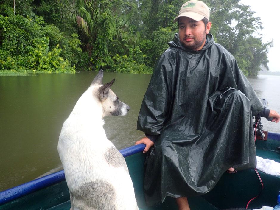 Ballade en canoe, avec le toutou rescapé, Tortuguero. COSTA RICA. missaventure blog