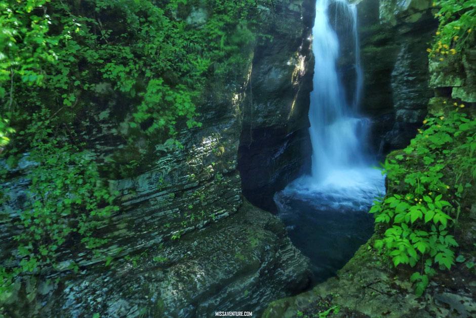 Road trip en Slovénie, sur le sentier pour la cascade Kozjak. www.missaventure.com blog voyage d'aventures nature et photos.