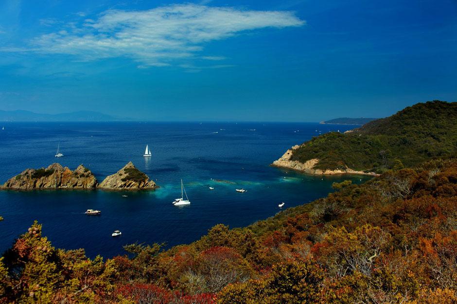 Vue sur le Rocher du Rascas, sentier plage de la palud, Port Cros, Hyeres (FRANCE) missaventure blog