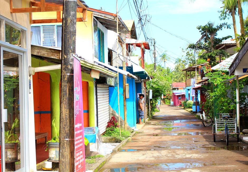 Village de  Tortuguero et randonnée de nuit, road trip de 3 semaines au COSTA RICA. www.missaventure.com blog voyage d'aventures, nature et photos