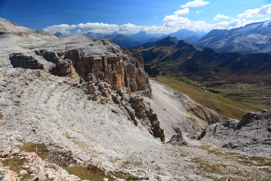 Road trip dans les Dolomites (ITALIE), le Pass Pordoi. www.missaventure.com blog voyage d'aventures nature et photos