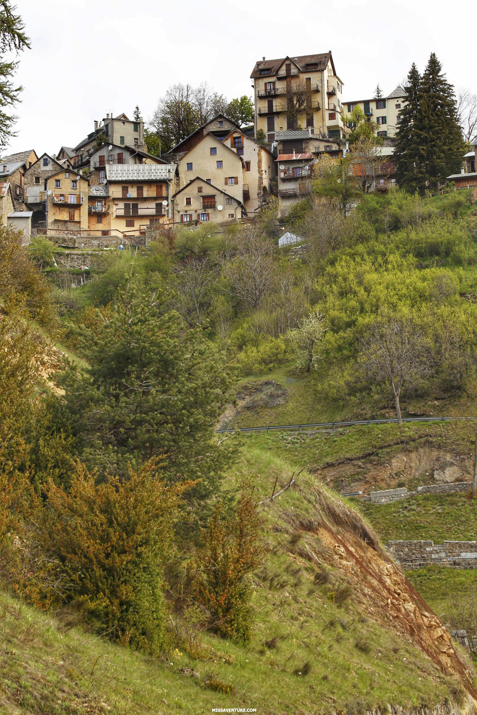 Road trip dans le colorado niçois, LES GORGES DE DALUIS  (FRANCE). www.missaventure.com blog d'aventures, nature et reflexions green.