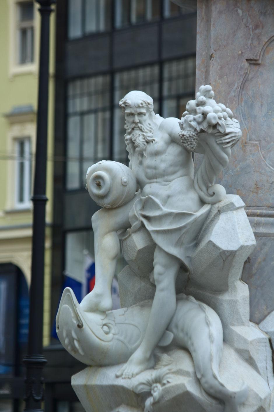Le quartier historique, fontaine de Robba, Ljubljana, SLOVÉNIE. www.missaventure.com blog voyage d'aventures, nature et photos. Road trip en Slovénie