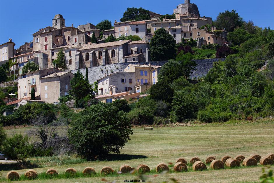 sur la route de la lavande. PROVENCE, Simiane la Rotonde (France) www.missaventure.com blog voyage d'aventures, nature et photos