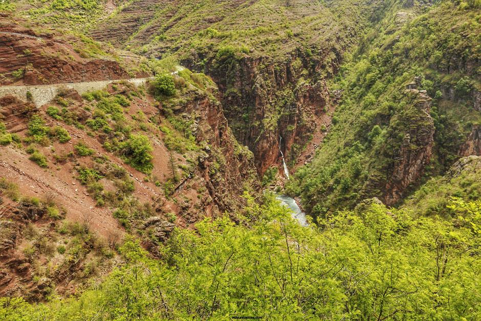 Road trip dans le colorado niçois, LES GORGES DE DALUIS, cascade d'Amen  (FRANCE). www.missaventure.com blog d'aventures, nature et reflexions green.