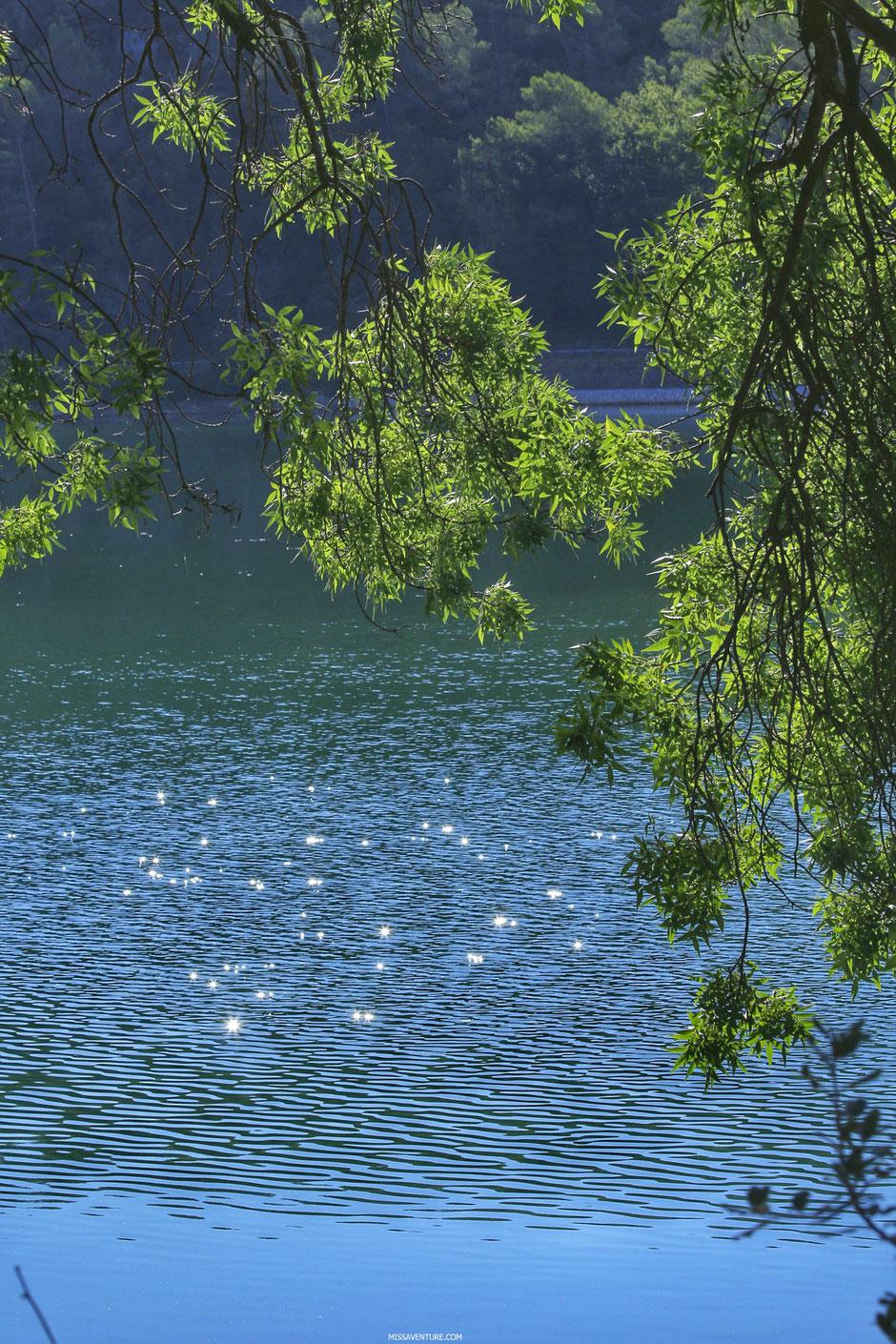 Lac de Carces et chutes du Caramy, Provence verte  (FRANCE). www.missaventure.com blog d'aventures, nature et reflexions green.
