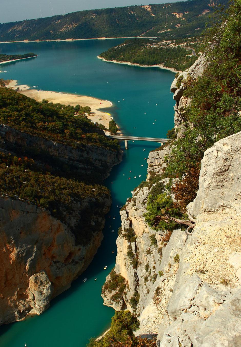 point de vue sur lac de St Croix et entrée des Gorges du Verdon, Week end nature et sport dans le VERDON (FRANCE) www.missaventure.com blog d'aventures nature et photos