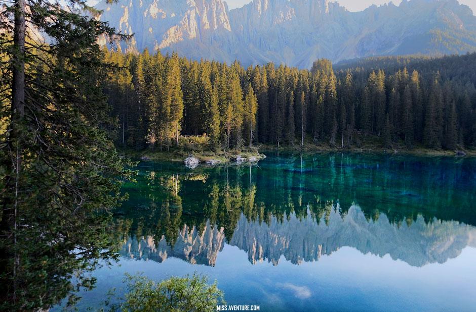 Le lac de Carezza, ITALIE. Road Trip dans les Dolomites. www.missaventure.com, blog voyage d'aventures nature et photos