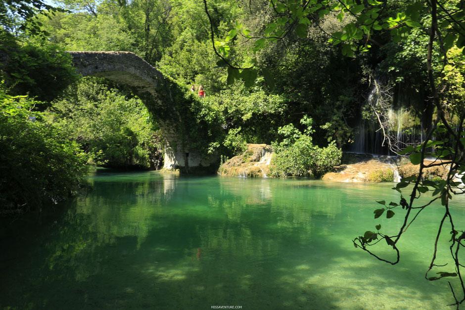 Pont de Tuves, gorges de la Siagne, ESTEREL (FRANCE). www.missaventure.com blog d'aventures, nature et reflexions green.