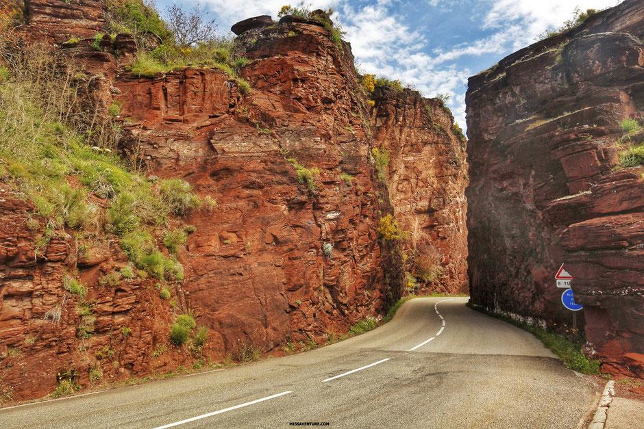 Road trip dans le colorado niçois, LES GORGES DE DALUIS, point de vue depuis la tête de femme  (FRANCE). www.missaventure.com blog d'aventures, nature et reflexions green.
