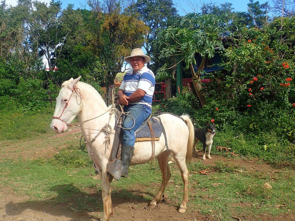 Rencontre avec un adorable Tico,Sur la route du Rio Celeste, COSTA RICA. missaventure blog