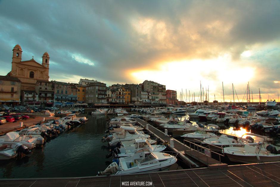 Bastia, vieux port. CORSE. www.missaventure.com. blog aventures, nature et photos. road trip corse du Nord au Sud