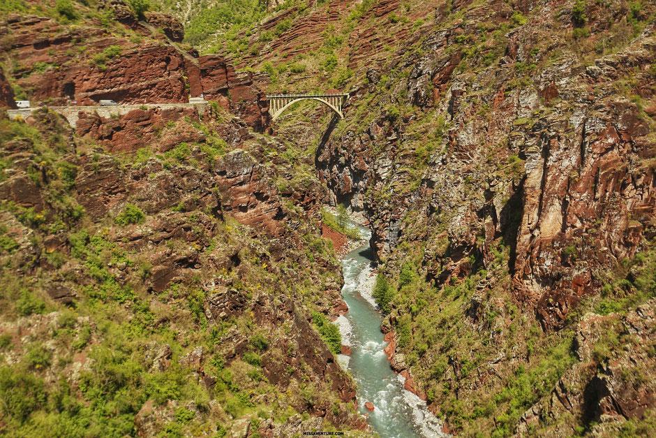 Road trip dans le colorado niçois, LES GORGES DE DALUIS, le pont de la mariée  (FRANCE). www.missaventure.com blog d'aventures, nature et reflexions green.
