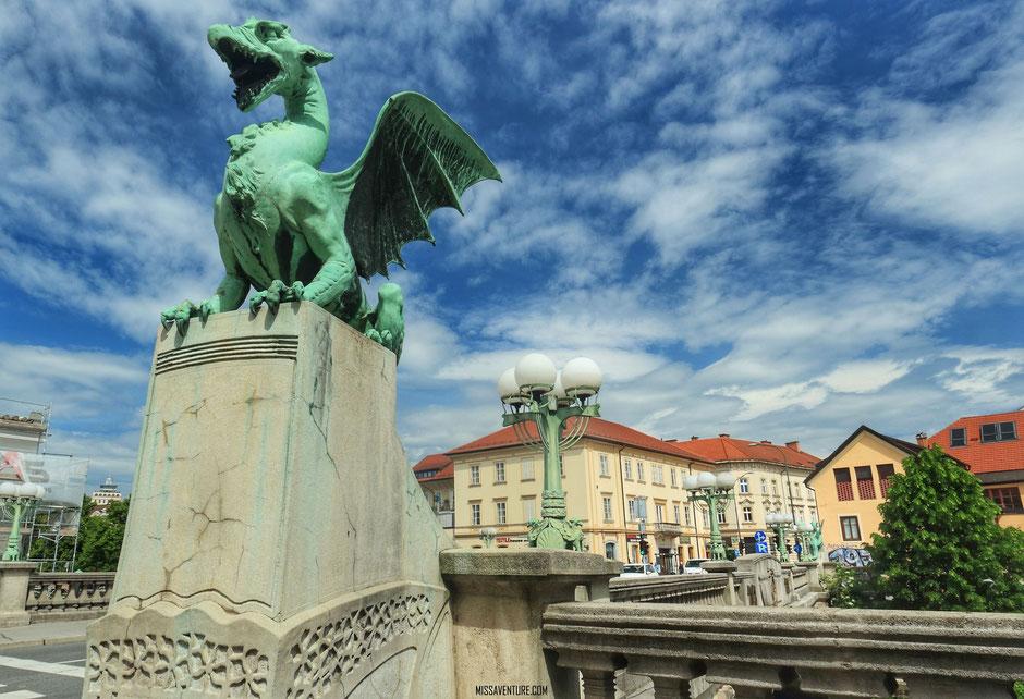 Le pont des Dragons, Ljubljana,  SLOVÉNIE. www.missaventure.com blog voyage d'aventures, nature et photos. Road trip en Slovénie