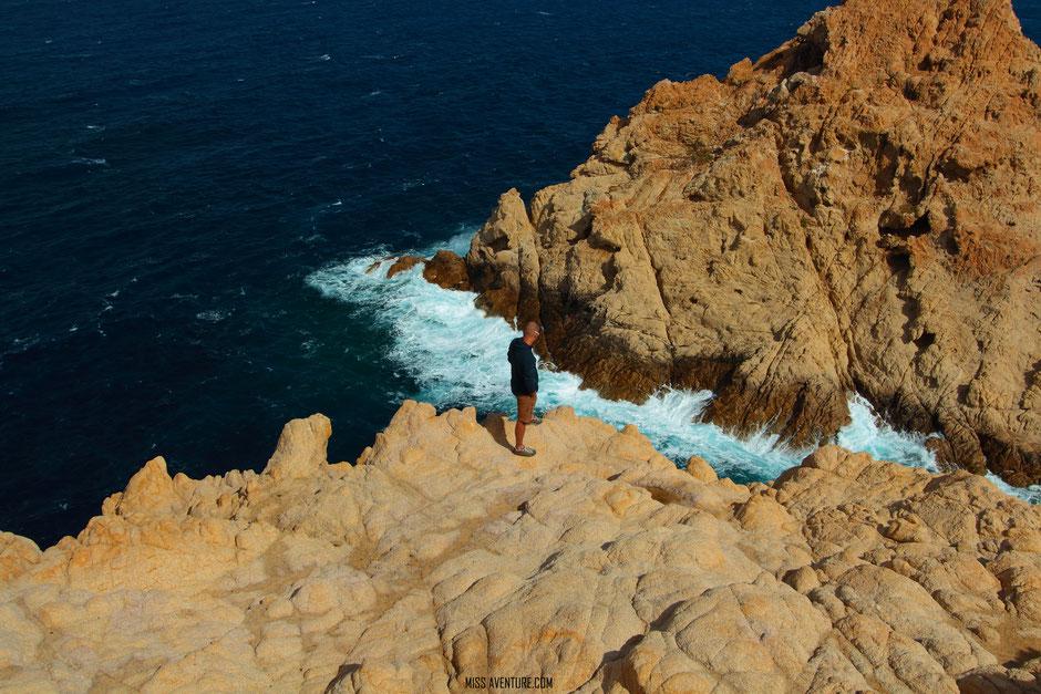 De St Florent a Porto, CORSE. Phare de la Pietra, ILE ROUSSE. www.missaventure.com. blog voyage aventure, nature et photos. Road Trip Corse du Nord au Sud.
