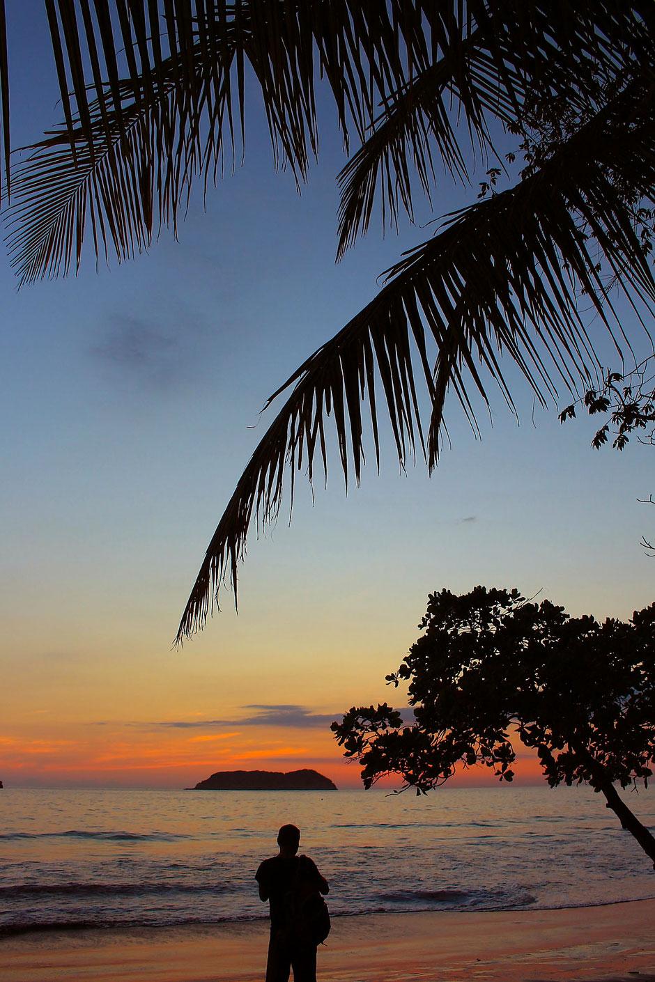 Coucher de soleil à Manuel Antonio. Road trip au Costa Rica. www.missaventure.com blog voyage d'aventures, nature et photos