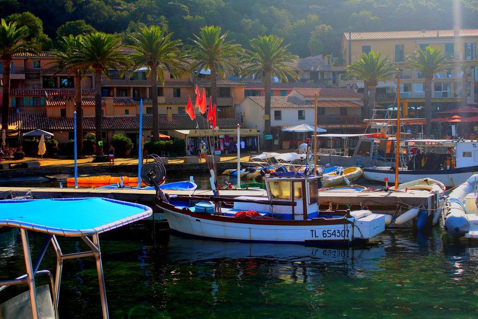 Port de Port Cros, Hyeres, VAR FRANCE. missaventure blog