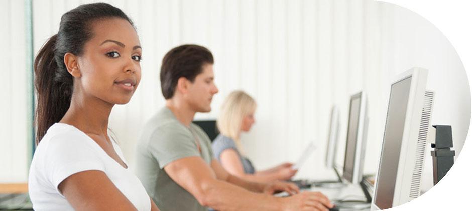 Die Schüler der Do Physio Schule haben die Möglichkeit sich im IT Raum ebenfalls für den Unterricht vorzubereiten oder Themen zu recherchieren hierfür stehen mehrere Rechner zur Verfügung Physiotherapie Ausbildung oder Studium