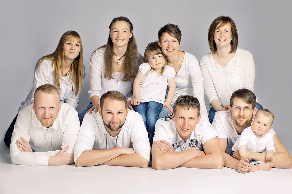 gruppenfotos, familienfotos, familienfotos ideen, familienfotos studio, fotostudio, familienfotos chemnitz, fotograf chemnitz, fotoshooting chemnitz, generation, familienfoto modern, moderne familienfotos, family pictures, photoshooting family